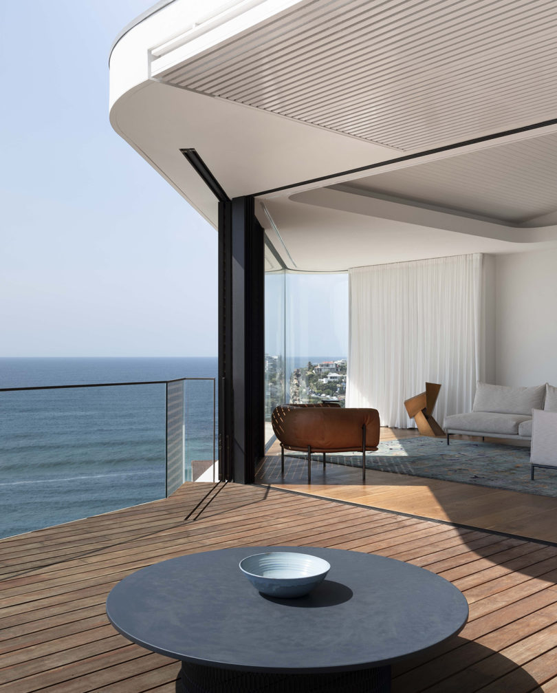 An Oceanside Home Designed For Quiet Contemplation