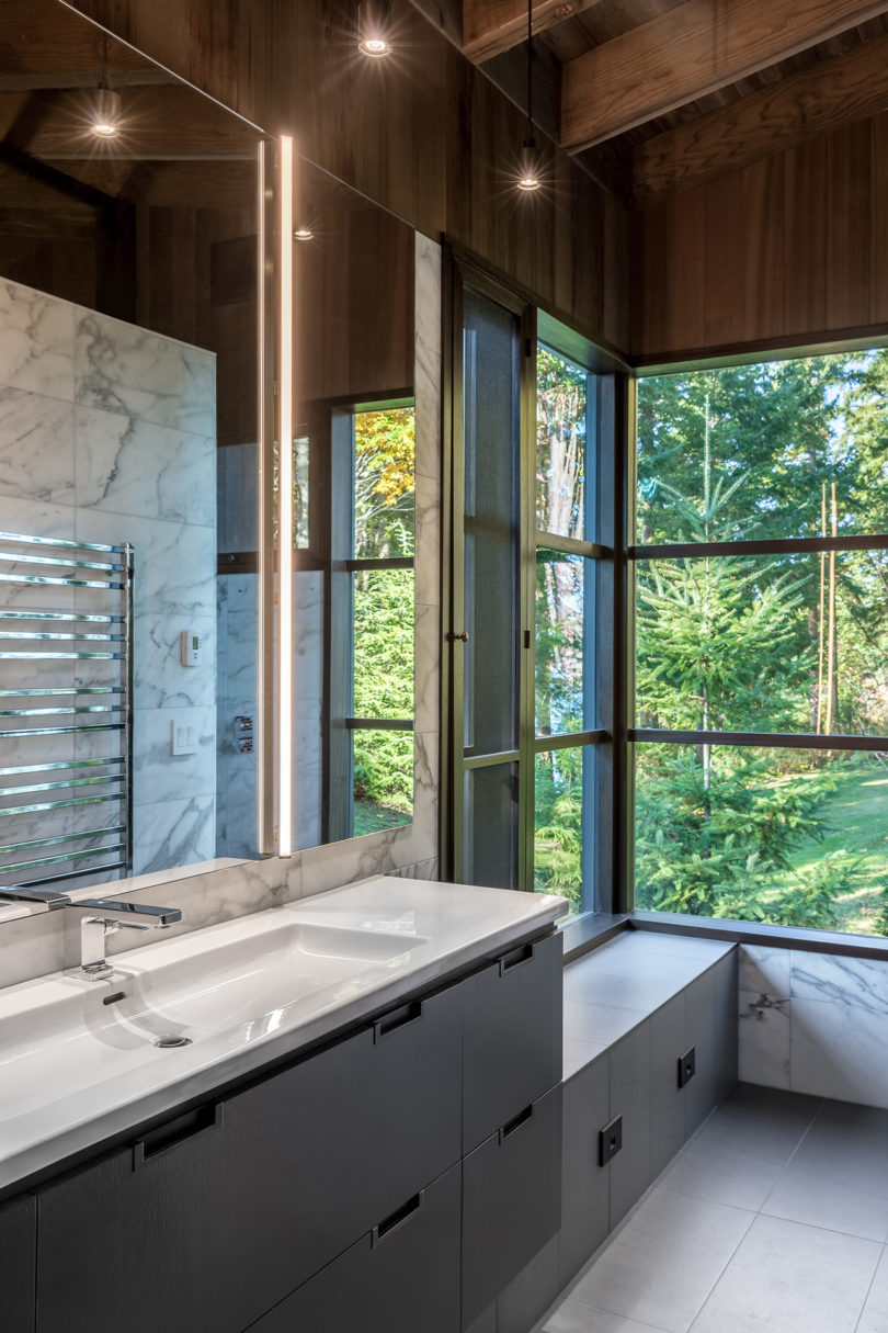 Kayak Point House Sinks Right Into Its Lush Pacific Northwest Surroundings