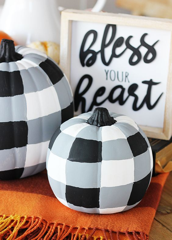 natural pumpkins painted plaid, in black, white and grey, look chic, modern and rustic at the same time