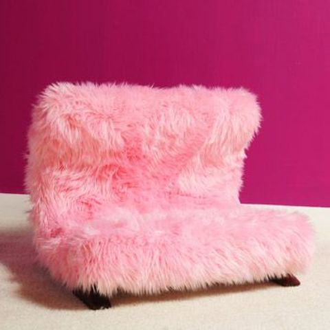 a pink faux fur loveseat like this one is a lovely and romantic idea for the fall and winter and for glam interiors