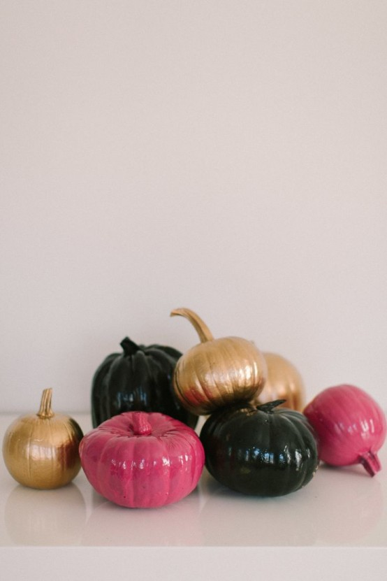 glossy copper, black and pink pumpkins are classics for a modern and bright Halloween party
