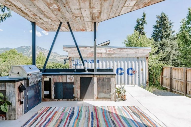 a cool outdoor grill area design
