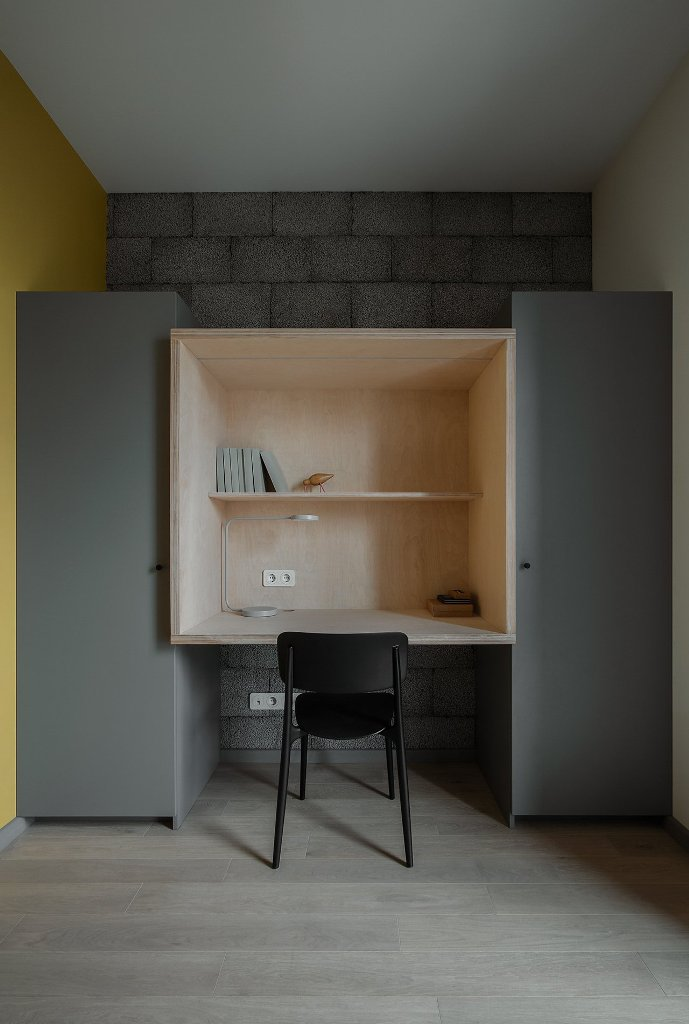 The home office shows off two storage units and a niche for workin in between