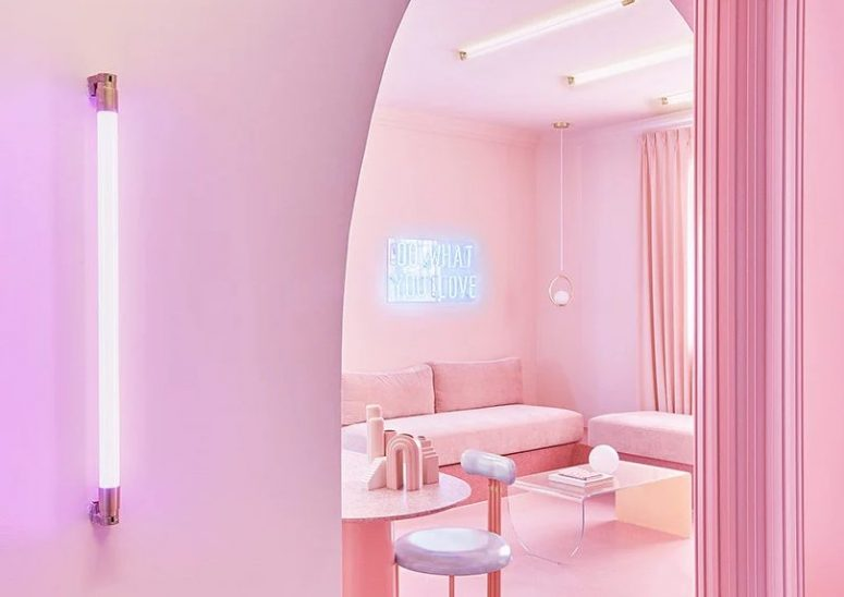 The apartment looks beautiful, with many soft and candy shades of blush and pink, with neon lamps and signs