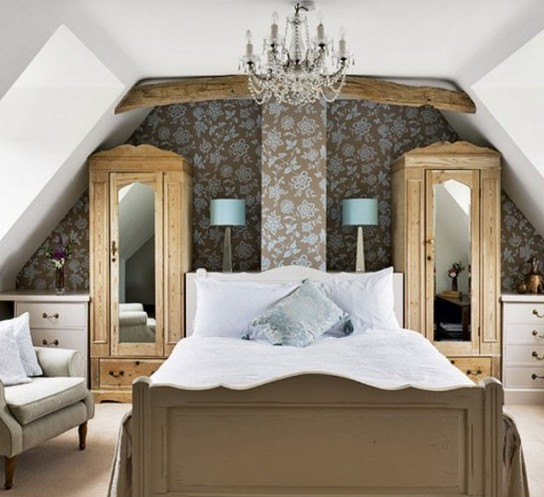 a bedroom done with vintage touches - a floral statement wall, chic furniture, a vintage crystal chandelier and wooden beams on the ceiling