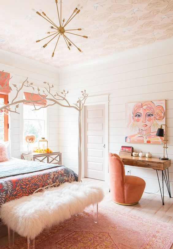 a catchy and bright feminine bedroom with pink textiles and bedding, a faux fur bench, a bright artwork and touches of bold is very chic