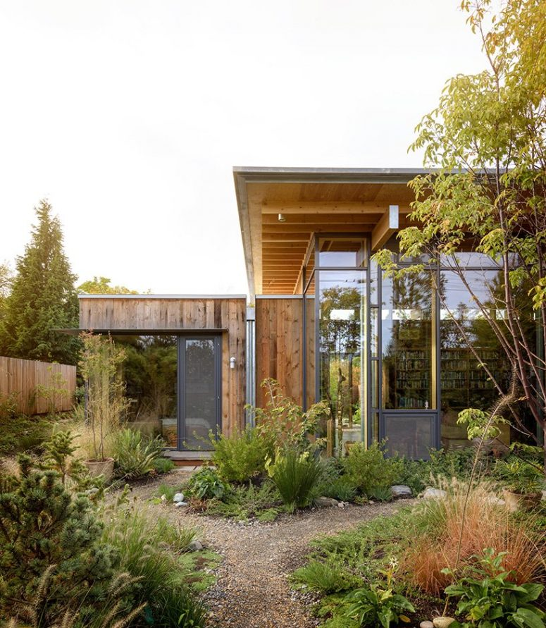 This stylish house of wood is called City Cabin and was built for a person who wanted a strong connection to nature