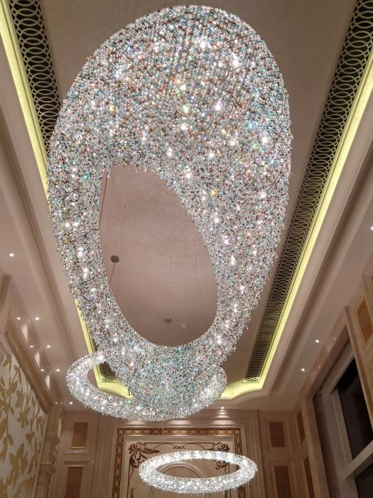 Grandiose crystal chandelier cluster ina luxury interior