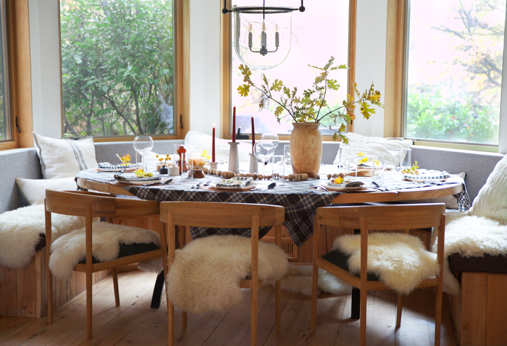 Happy Thanksgiving (And How Birdie And I Decorated For Our Last-Minute Thanksgiving Dinner)