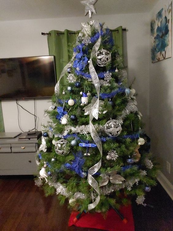 a lovely Christmas tree with blue and silver decor - ribbons, ornaments, snowflakes and stars is an amazing idea
