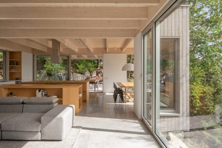 The main space is an opne layout with a dining space, a kitchen and a living room, the furniture is simple and minimal
