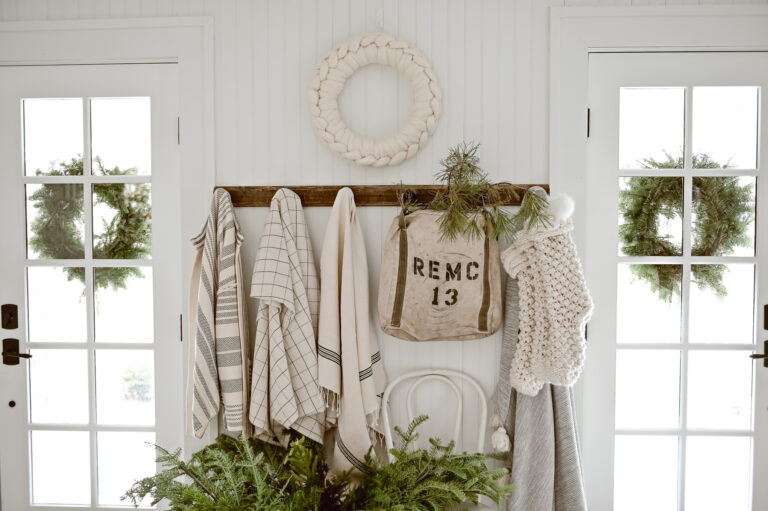 A Cozy Christmas Entryway - Liz Marie Blog